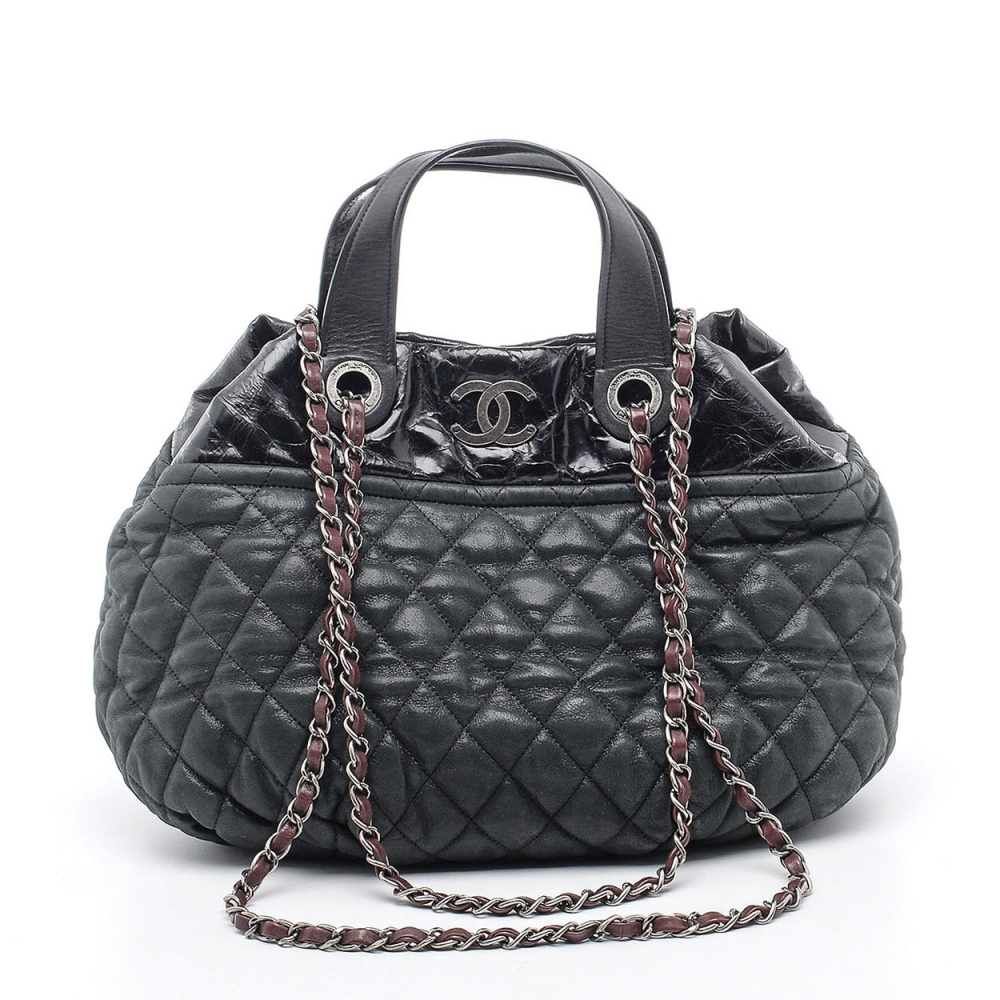 CHANEL - SMALL BLACK QUILTED LEATHER CHAIN SHOPPING BAG