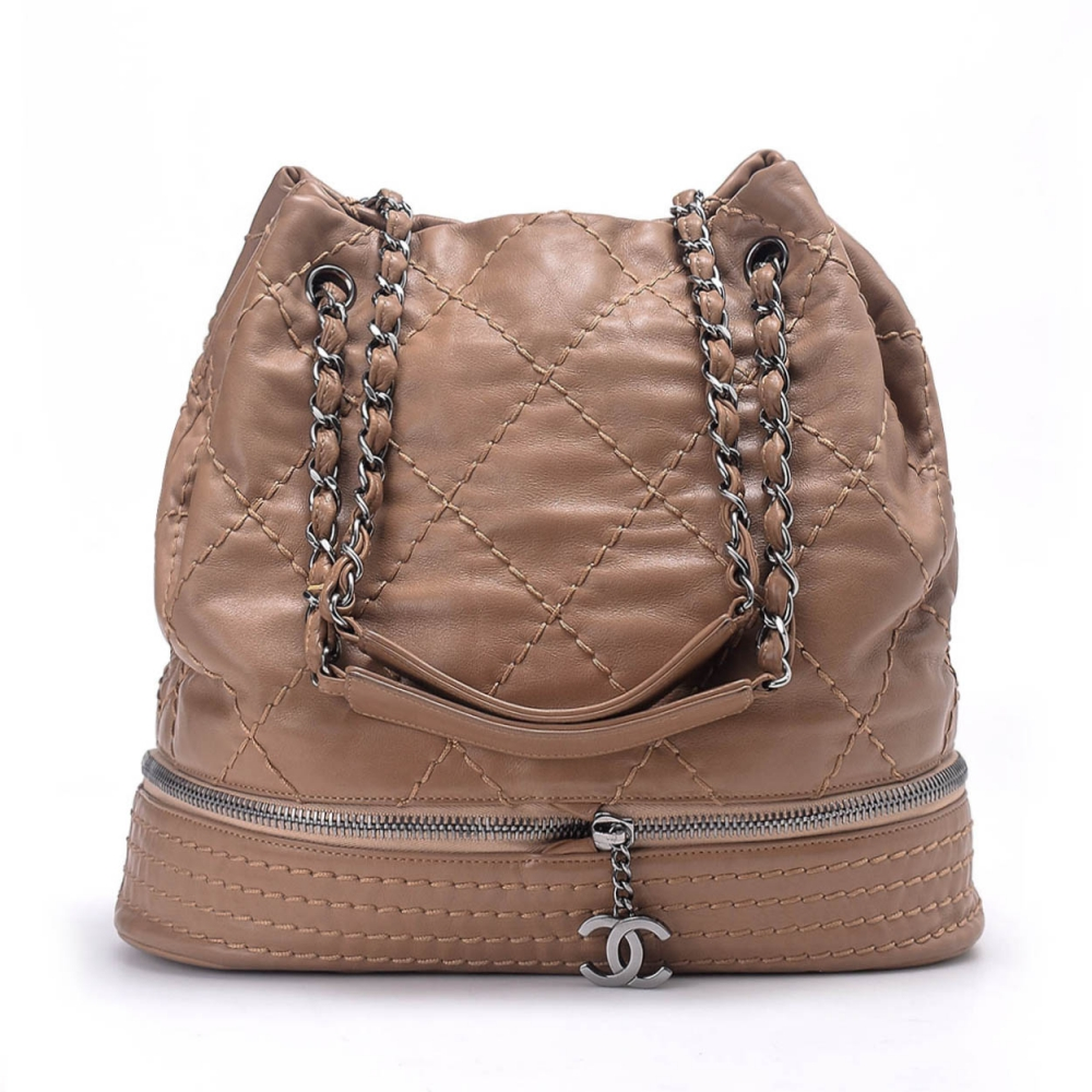 CHANEL - QUİLTED LAMBSKİN LEATHER BUCKET BAG